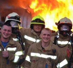 Jeder Brand sollte umgehend gemeldet werden, - er kann schnell zu einem größeren werden.